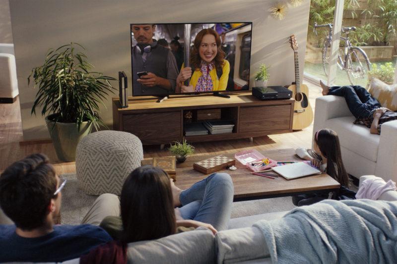一家人和樂融融看Netflix