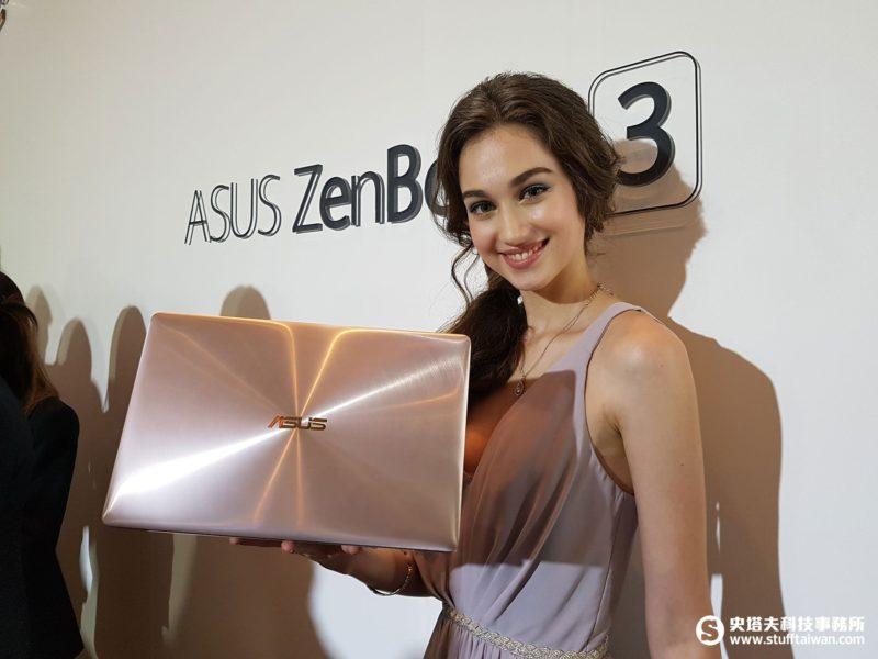 模特兒手中拿著ZenBook 3