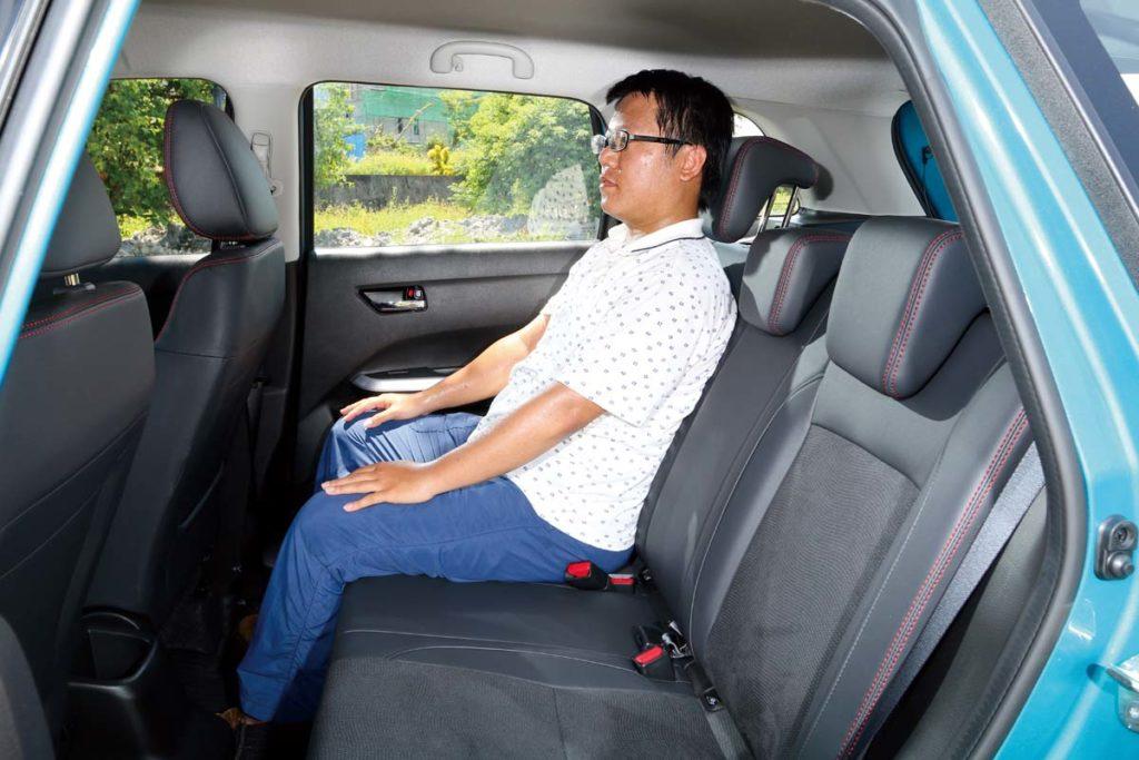 座椅相當舒適,空間較一般掀背車更優異。