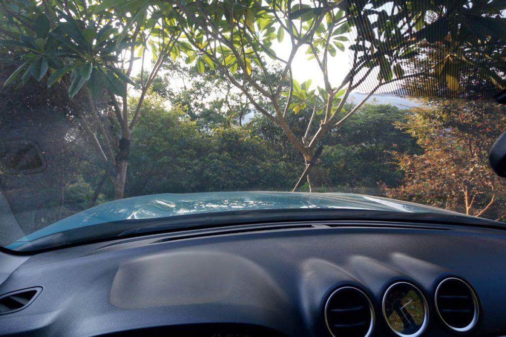 駕駛座就能看到引擎蓋,車頭位置很好掌握。