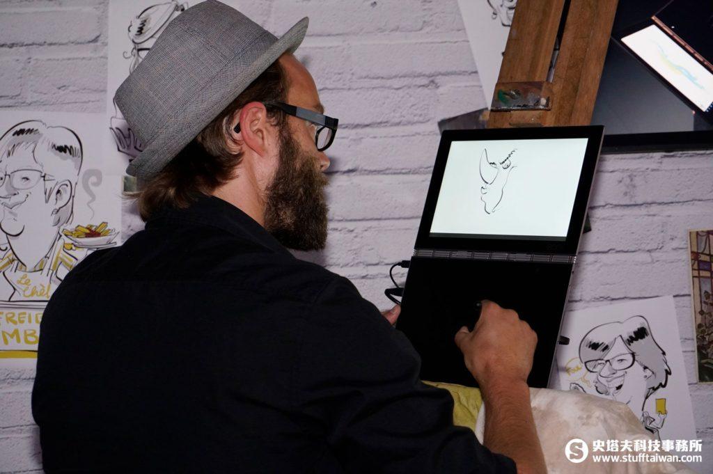畫家用Yoga Book及real-pen畫畫
