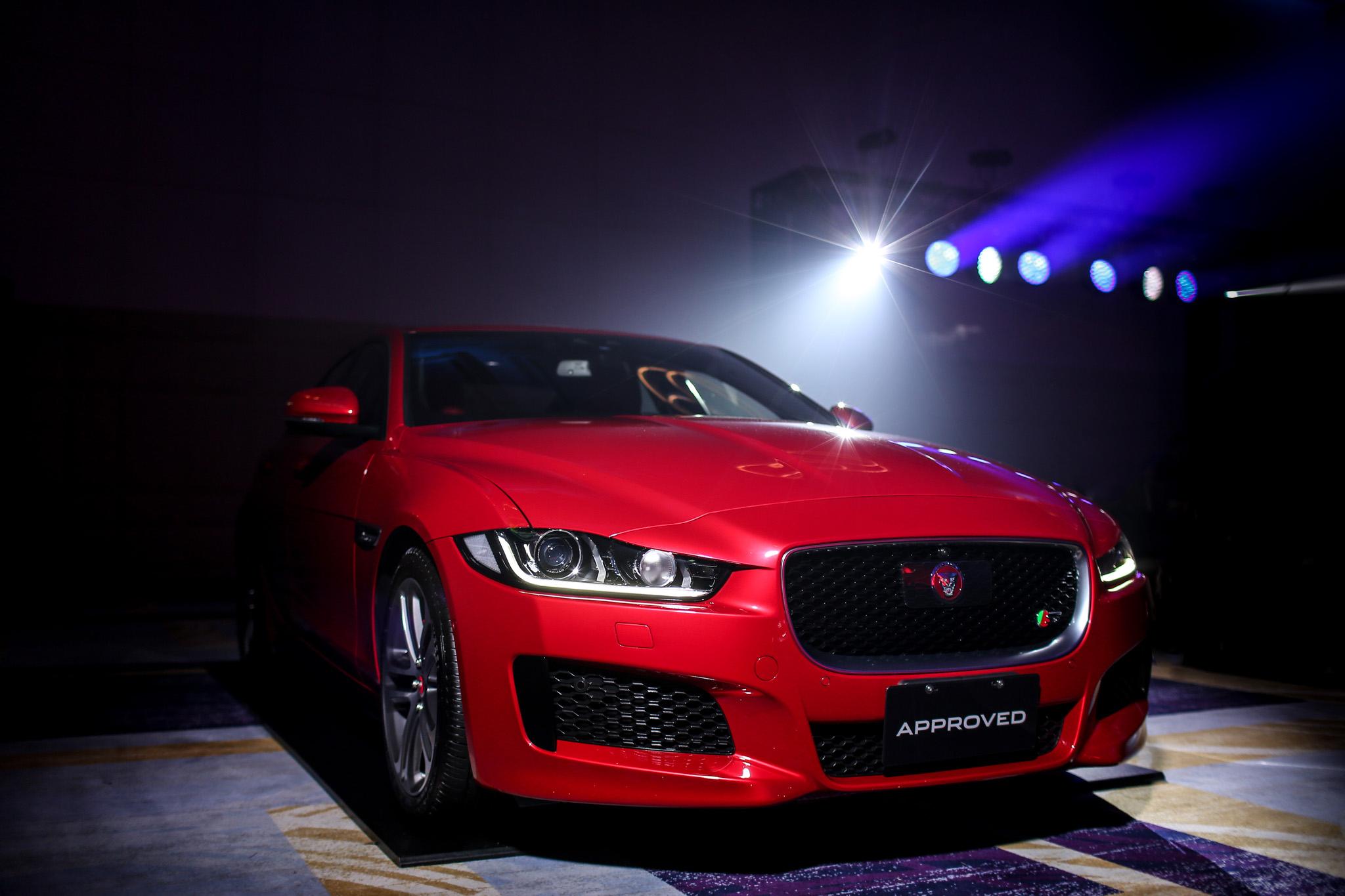 Jaguar Land Rover 海外事業部總裁 Dmitry Kolchanov (圖2左) 、APIO亞太市場總裁Robin Colgan(圖2右) 與Jaguar Land Rover台灣總代理九和汽車總經理陳貽彬(圖2中)共同宣布台灣市場全新策略佈局。