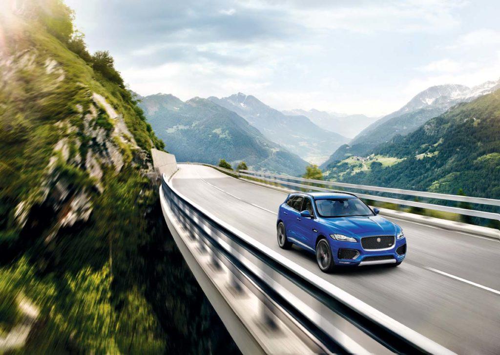 3.0升V6機械增壓引擎,替F-Pace提供340hp/45.9kgm與380hp/45.9kgm動力表現。