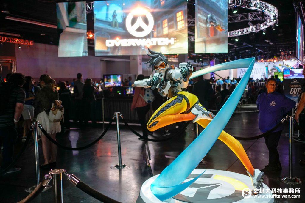 《鬥陣特攻》人氣角色「閃光」塑像