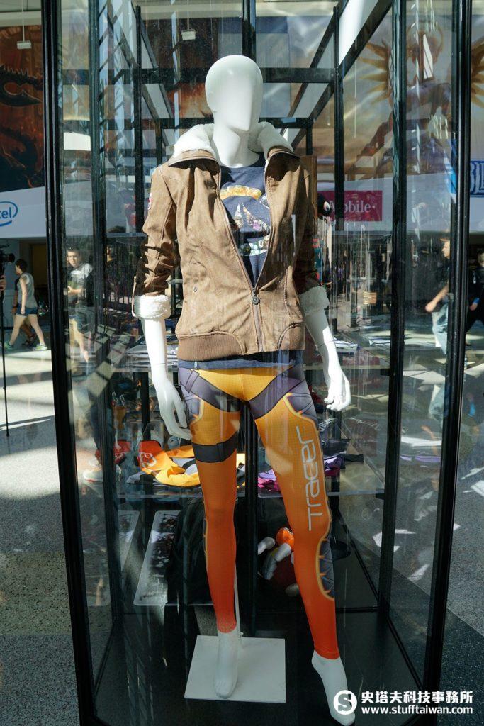 《鬥陣特攻》閃光的飛行夾克、綁腿褲