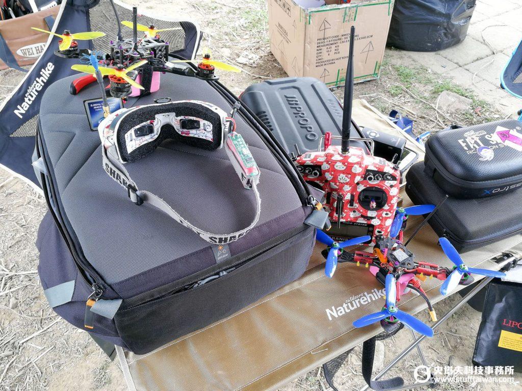 穿越機、FPV眼鏡與遙控器