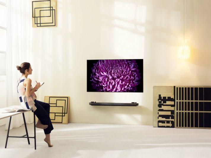 CES 2017:LG打造薄度僅2.57mm、可直接掛在牆上的W系列OLED電視