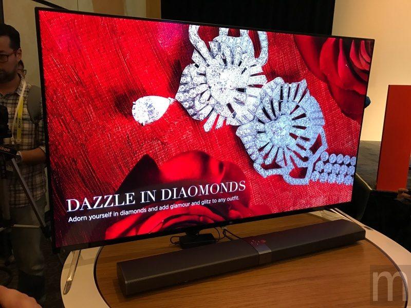 CES 2017:小米MIX白色陶瓷款、透明立架小米電視4、小米路由器HD登場