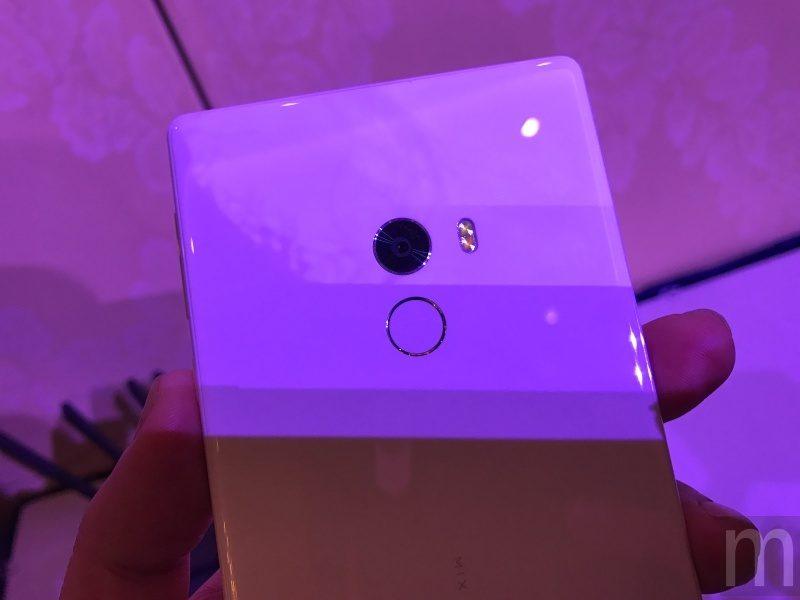 CES 2017:小米MIX白色陶瓷款、透明立架小米電視4登場