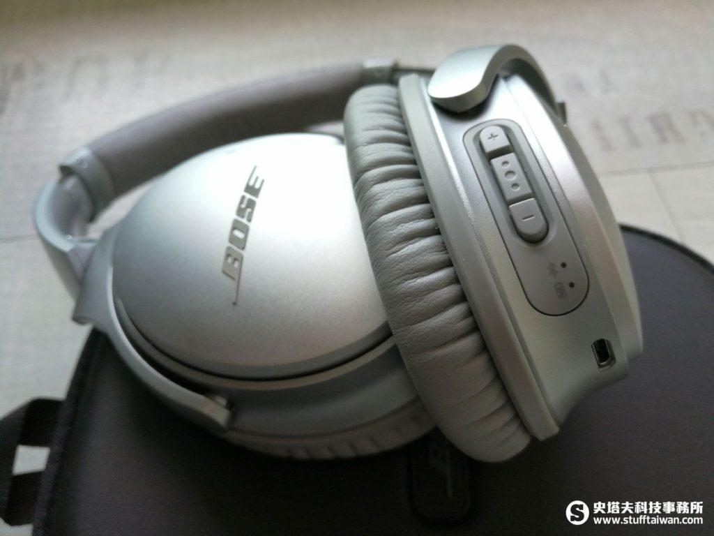 Bose QC35右耳罩下側特寫