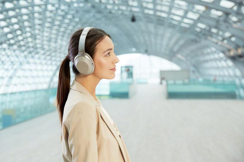 Sony MDR-1000X無線降噪耳機情境照