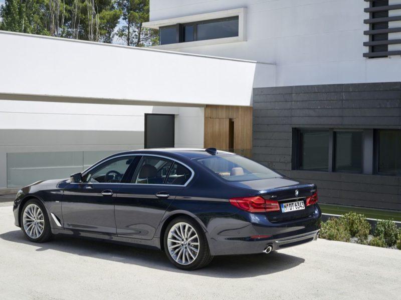 全新BMW大5系列搭載Luxury Line風格套件 (9)_result