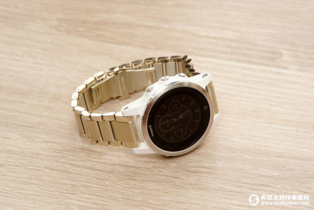 Garmin fēnix 5S搭配香檳金錶帶
