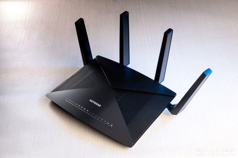 NETGEAR X10 R9000:高速飆網就靠你了