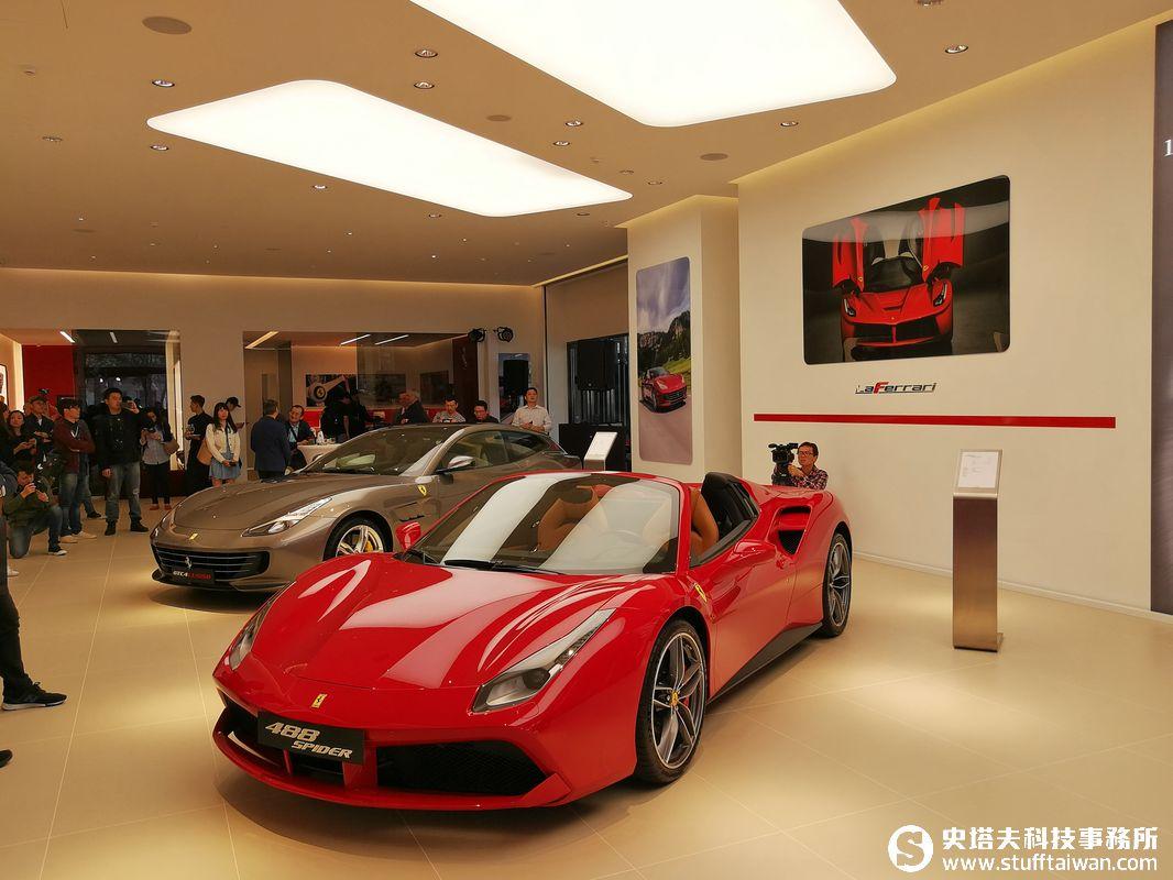 依照義大利原廠最高CI規格打造:Ferrari法拉利臺中展示中心直擊