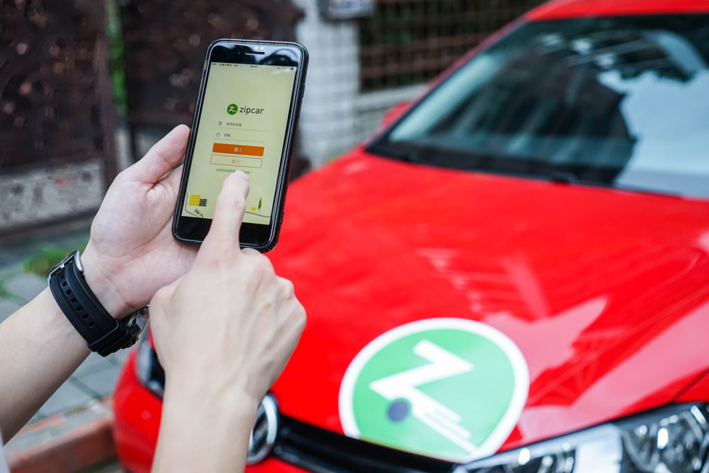 Zipcar App解鎖車輛情境照