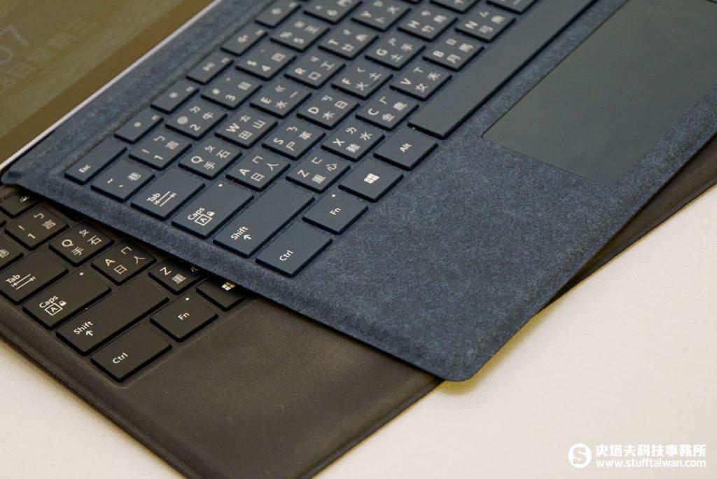 Surface Pro特製版實體鍵盤保護蓋和一般的比較