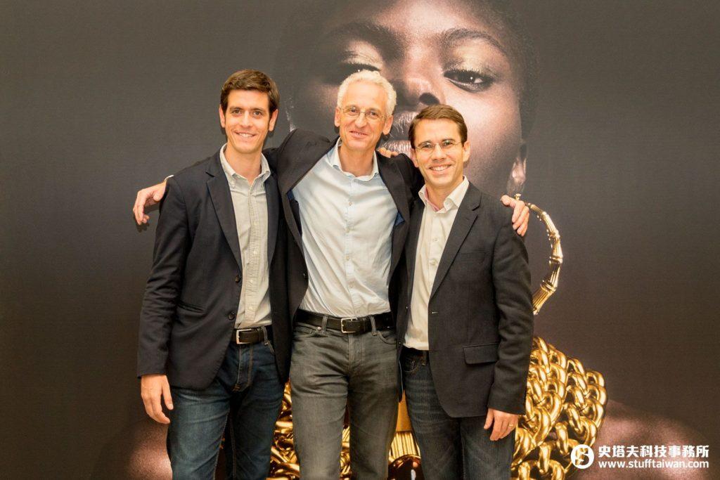 DEVIALET首席技術長、總裁暨創辦人之一Pierre-Emmanuel Calmel(中),他同時也是ADH技術的發明者。左為台灣區經理Florian Des Garets,右為亞太區總經理Julien Bergere