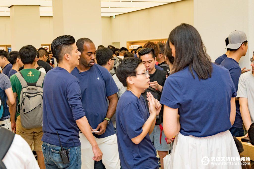 Apple台北101直營店員工