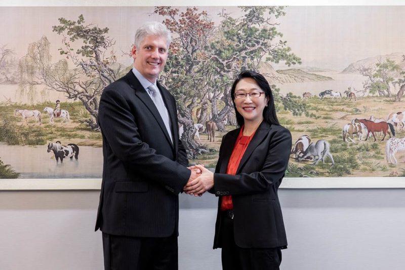 HTC董事長兼執行長王雪紅與Google硬體資深副總裁Rick Osterloh