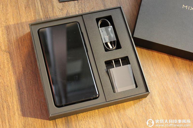 全面屏2.0哪裡更進化?小米MIX 2上市前實機動手玩