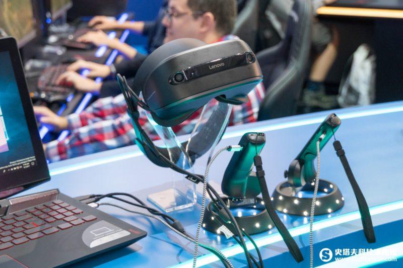 Lenovo Explorer與動作控制器