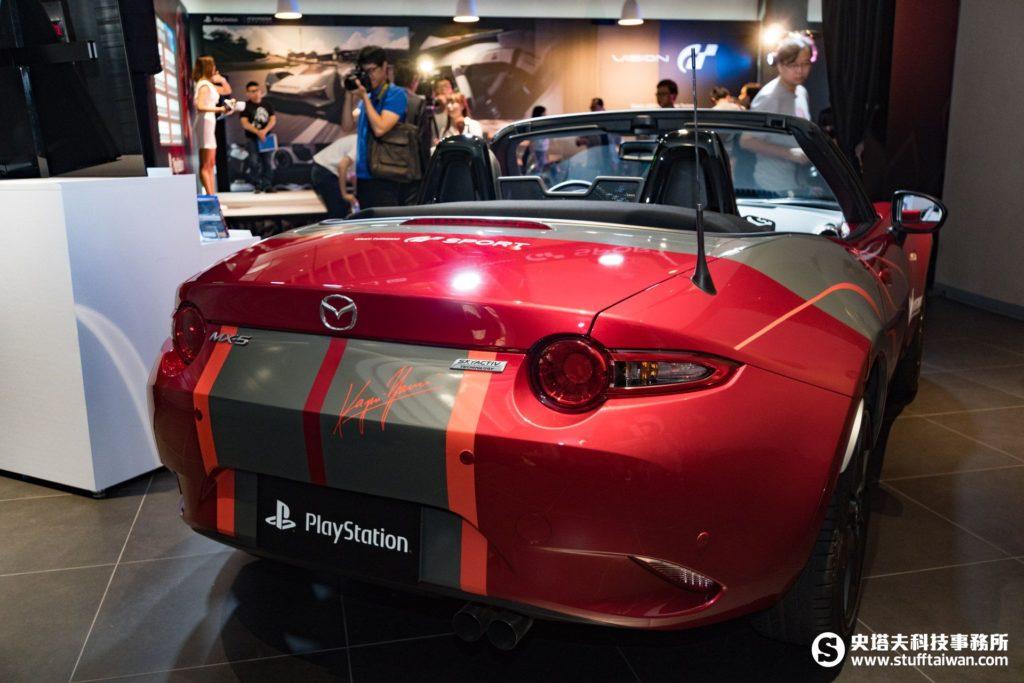 Mazda MX-5跑車魂動紅後方