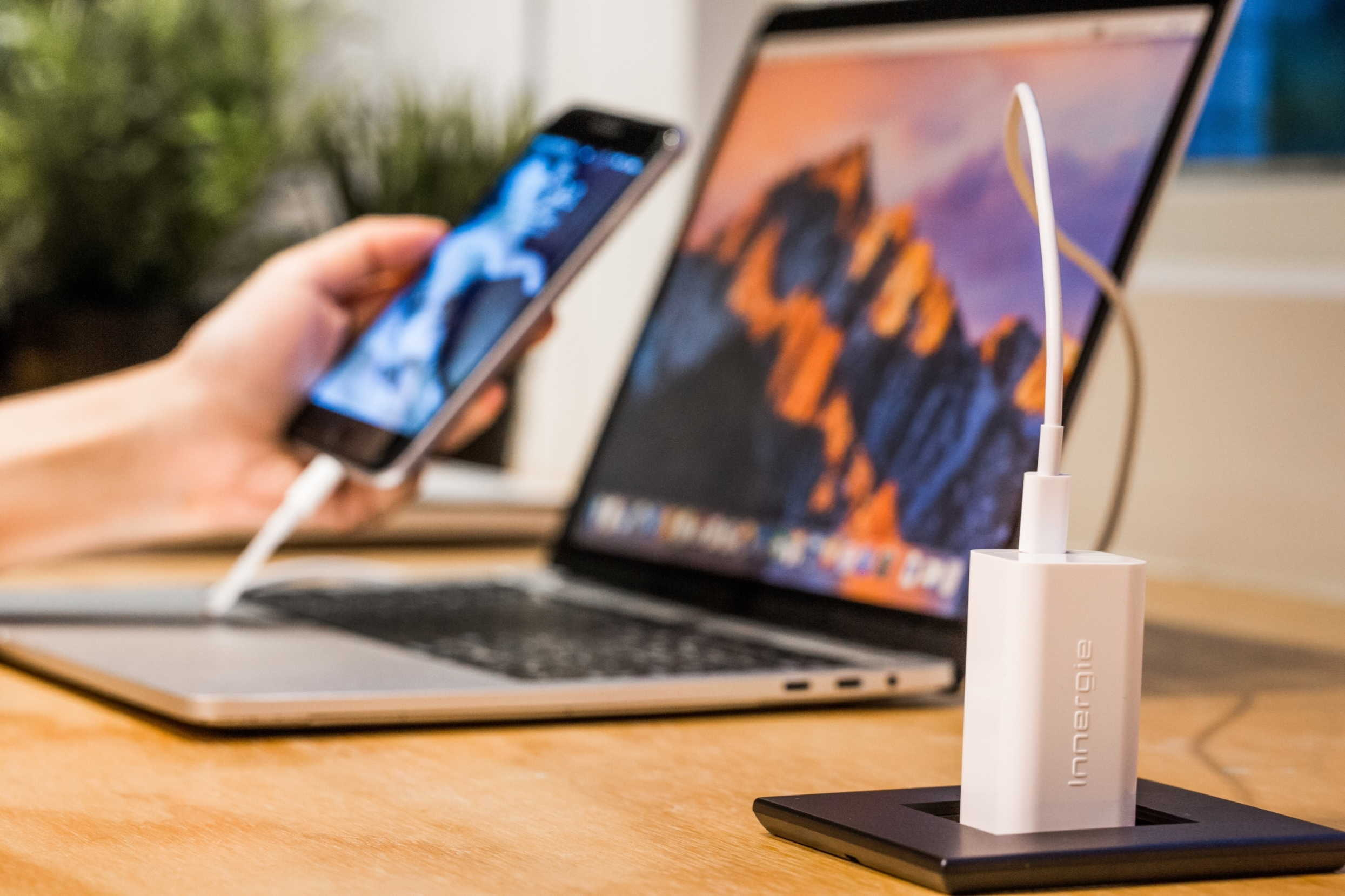 台達電推出世界最小萬用充電器在Kickstarter深受青睞