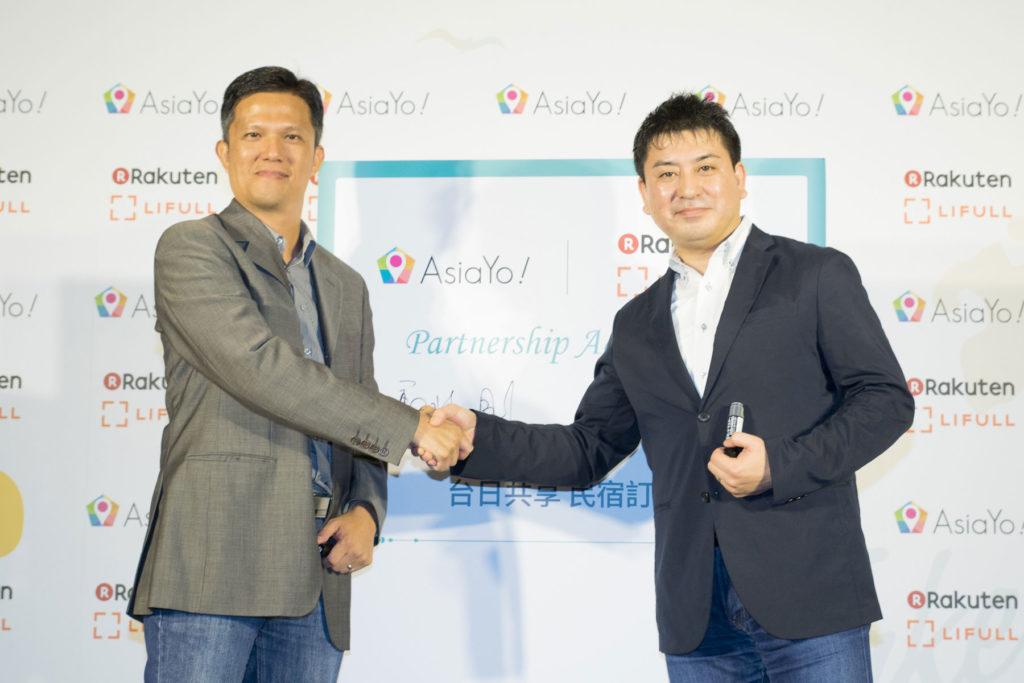 AsiaYo執行長鄭兆剛(左)與Rakuten LIFULL STAY董事長太田宗克(右)