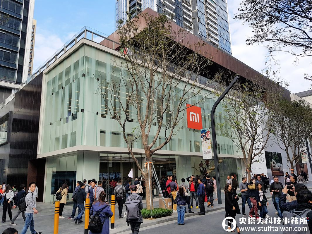逛逛第一家深圳小米之家旗艦店!進來會不會買到失心瘋?