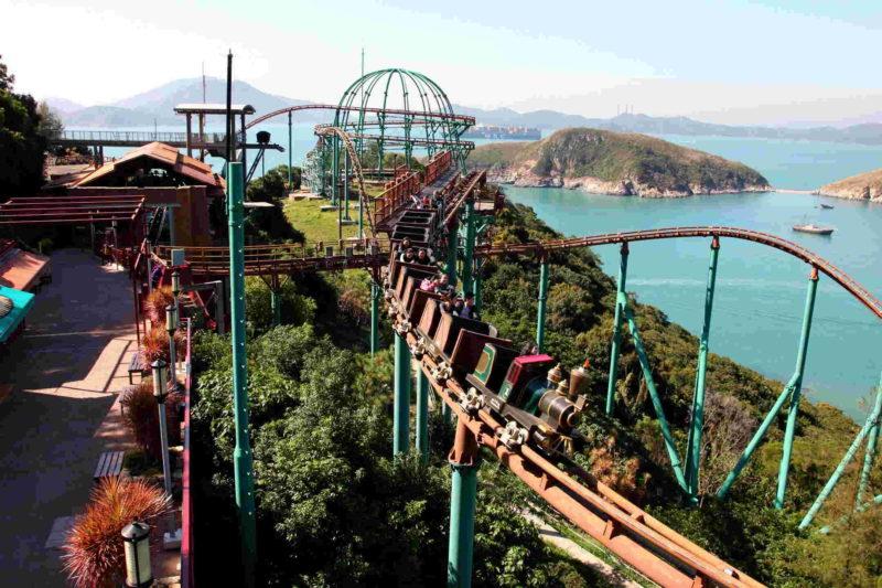全香港首座VR雲霄飛車就在香港海洋公園聖誕全城