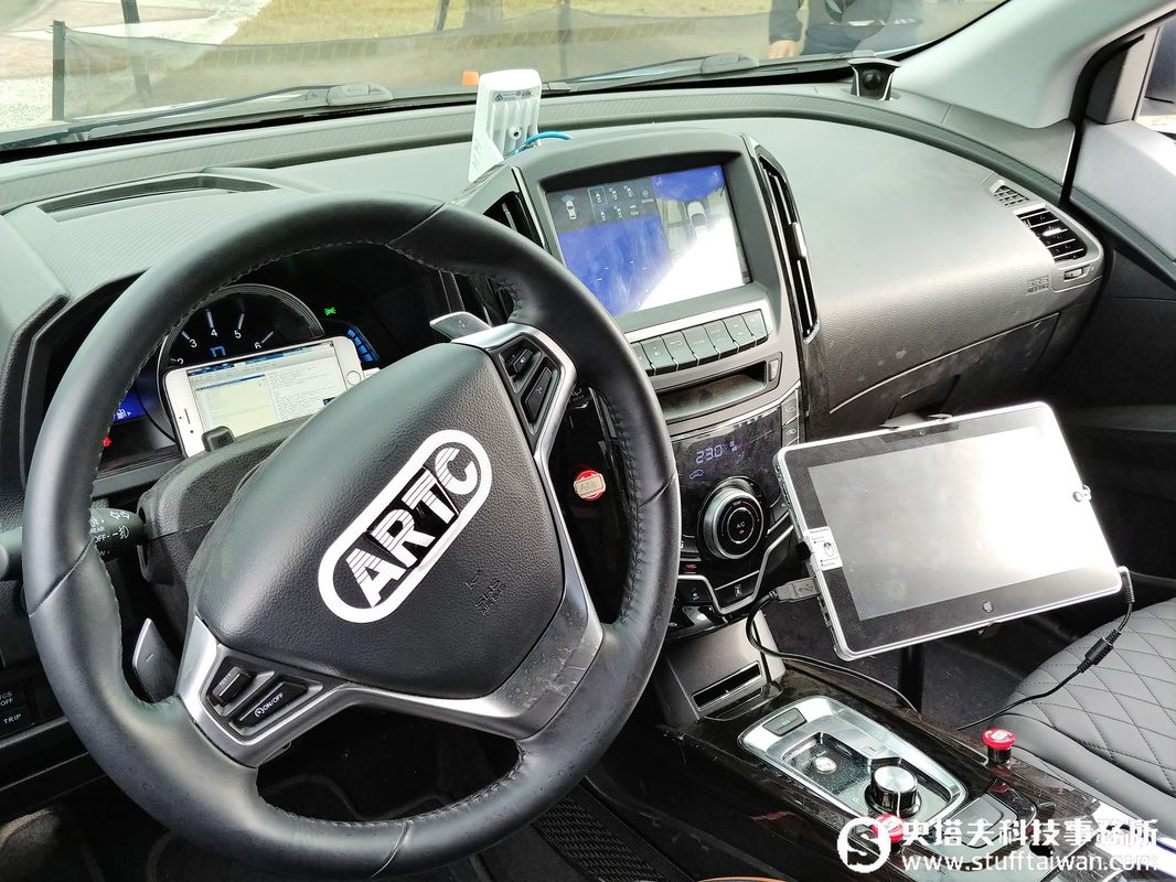 手機一按無人車自動載你到定點!ARTC展示自駕車雙模式