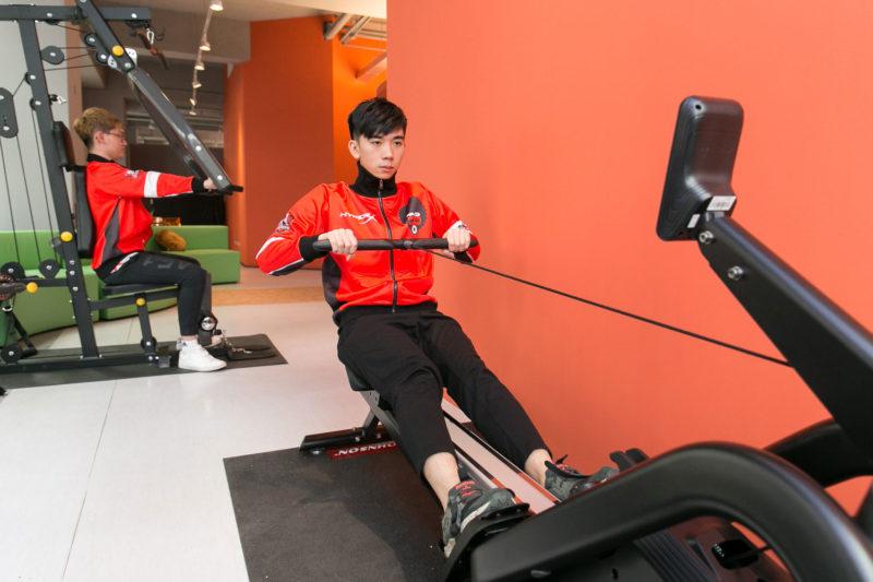 普儸電競選手日常體能訓練情境