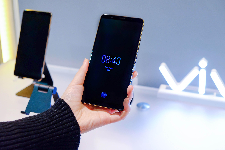 全螢幕手機還能怎麼解鎖?vivo在CES發表螢幕指紋辨識手機