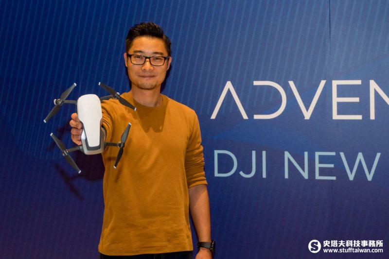 DJI亞太區傳訊部副總監安展恒手持Mavic Air
