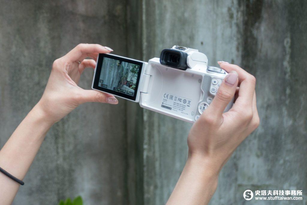 EOS M50側翻式LCD螢幕