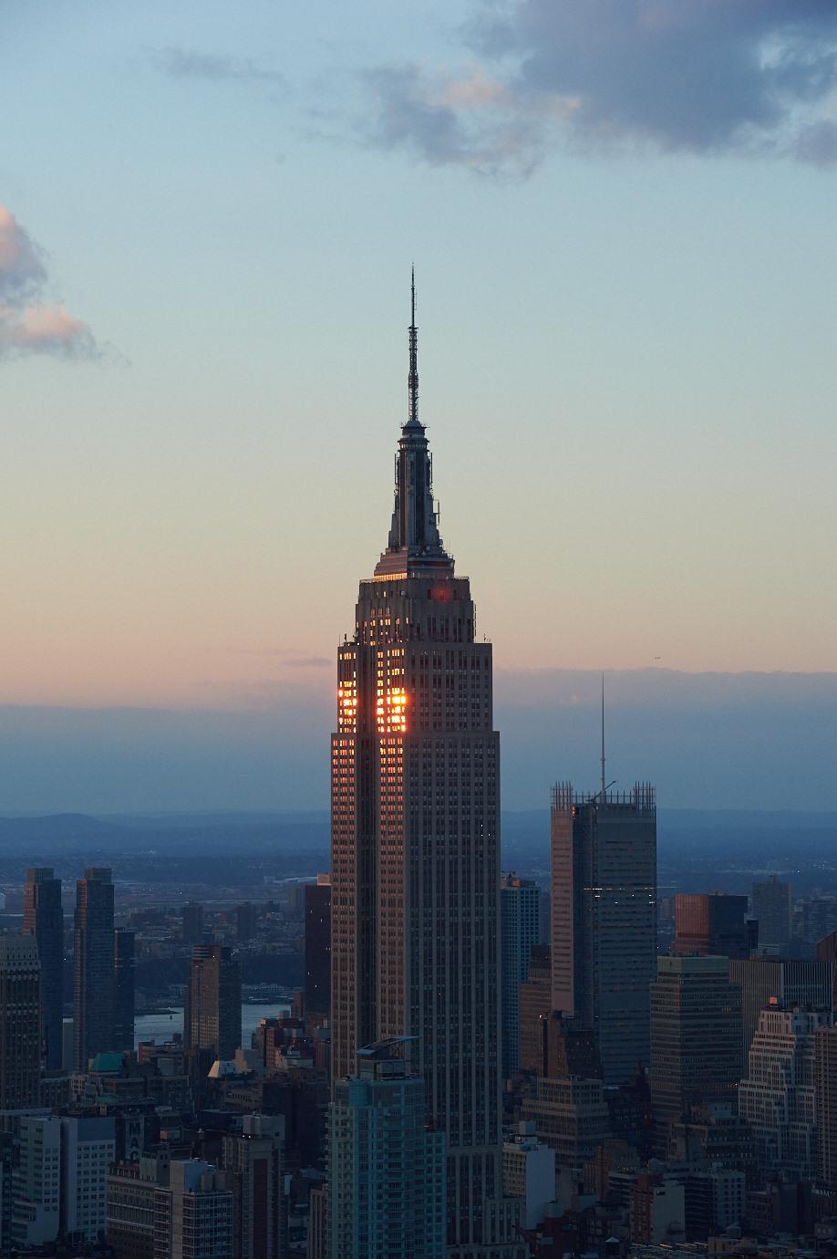 你有在每年百萬旅客來打卡的紐約帝國大廈睡上一覺過嗎?