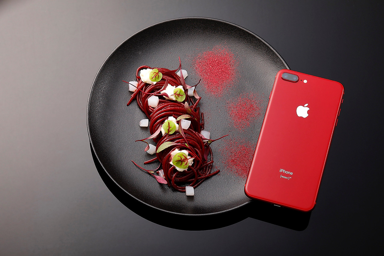 你聽過以紅色iPhone 8為靈感的創意料理嗎