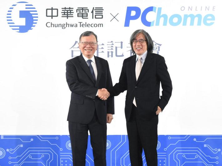網路家庭董事長 詹宏志(右)及中華電信董事長 鄭優