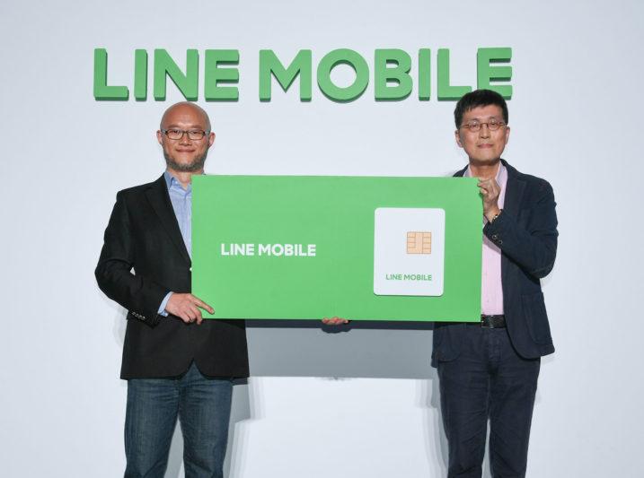 LINE台灣總經理陳立人(左),與遠傳電信個人用戶事業群執行副總經理尹德洋
