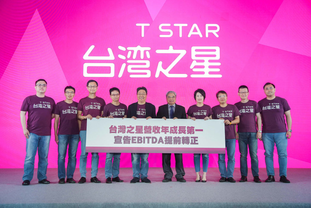 台灣之星董事長林清棠與總經理賴弦五及經營團隊