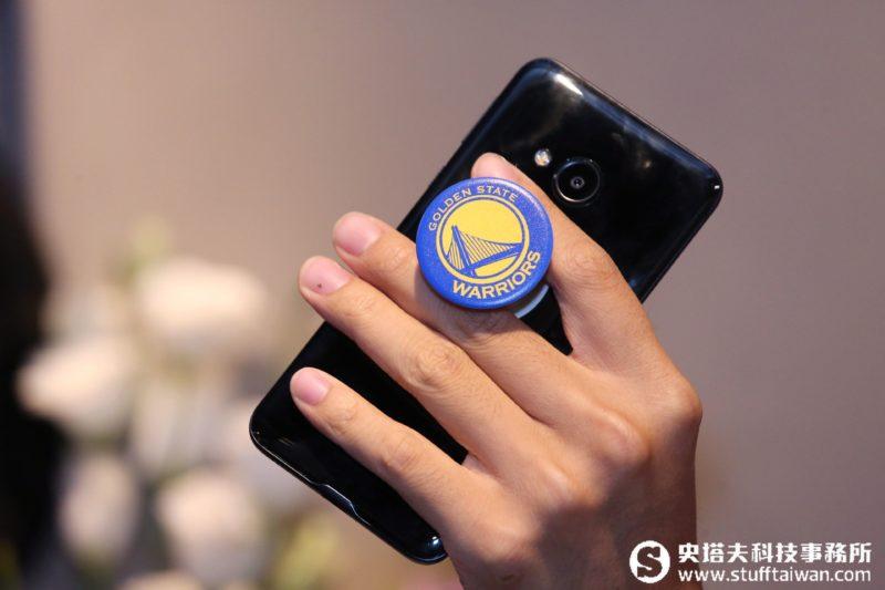 把這個圓圓的黏在手機!PopSockets泡泡騷能當手柄也可當手機支架