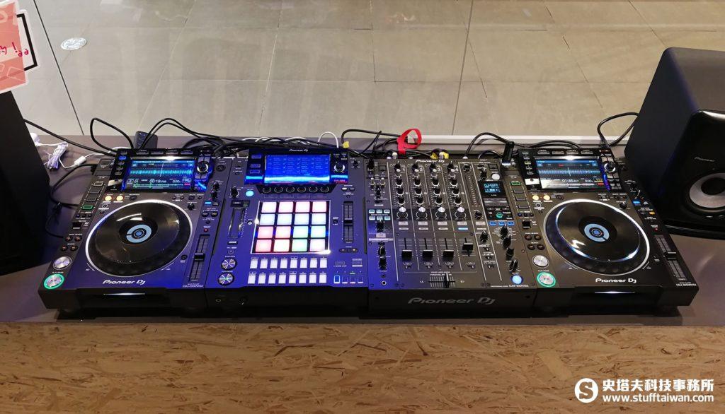 CDJ-2000NXS2播放器、DJM-900NXS2混音器