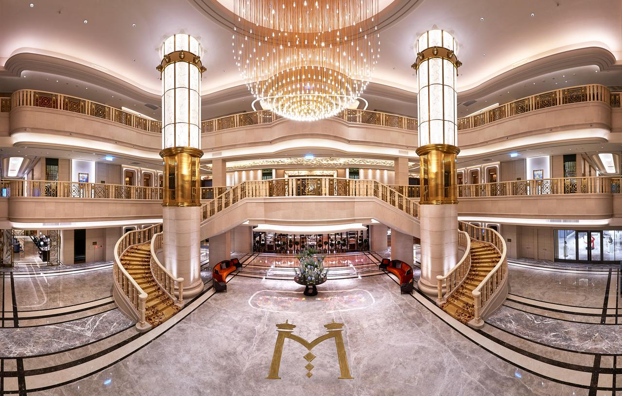 台北美福飯店矗立在台北市大直河岸,以新古典主義風格為建築設計主軸
