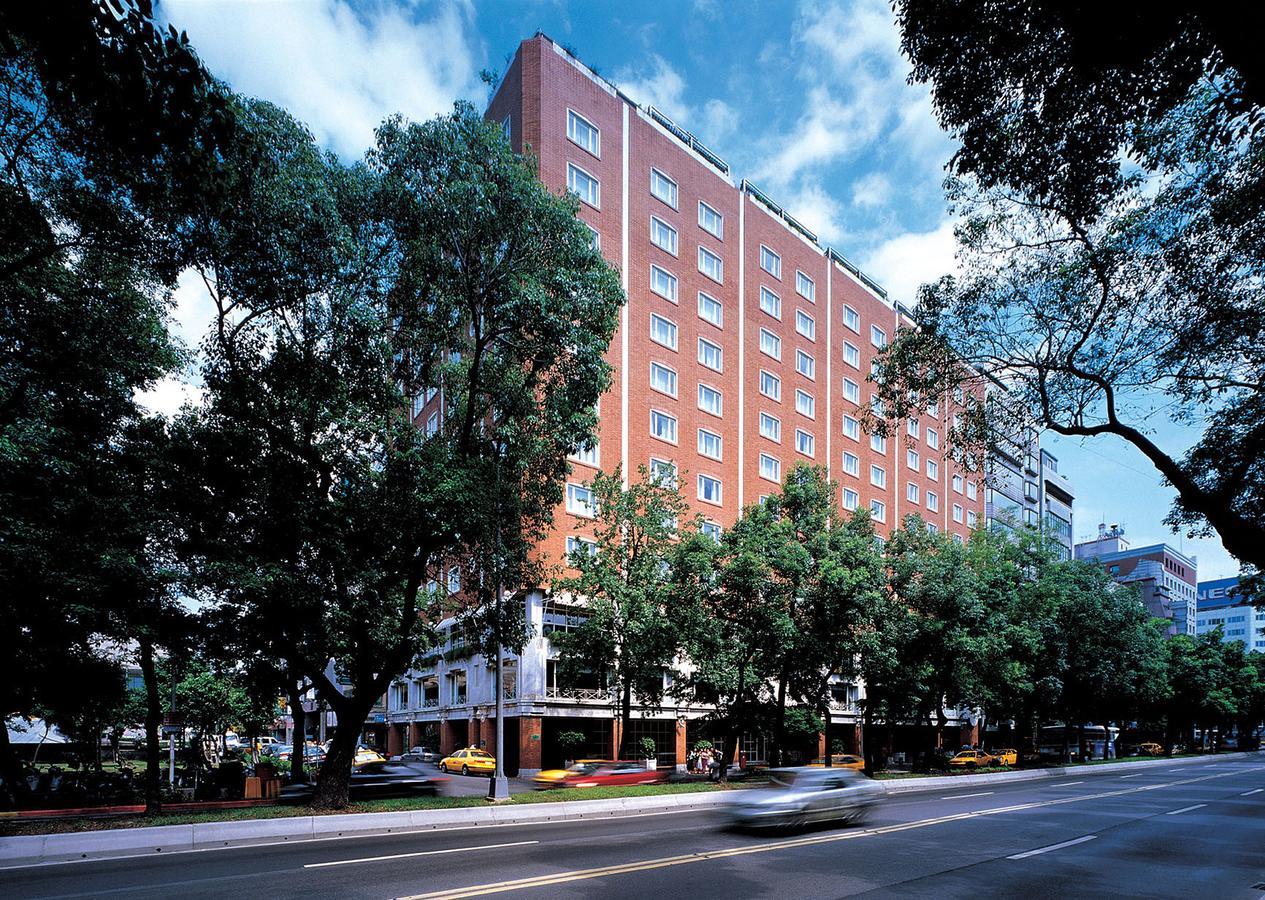 台北老爺大酒店坐落於中山北路林蔭大道上,為日治時代的主要幹道