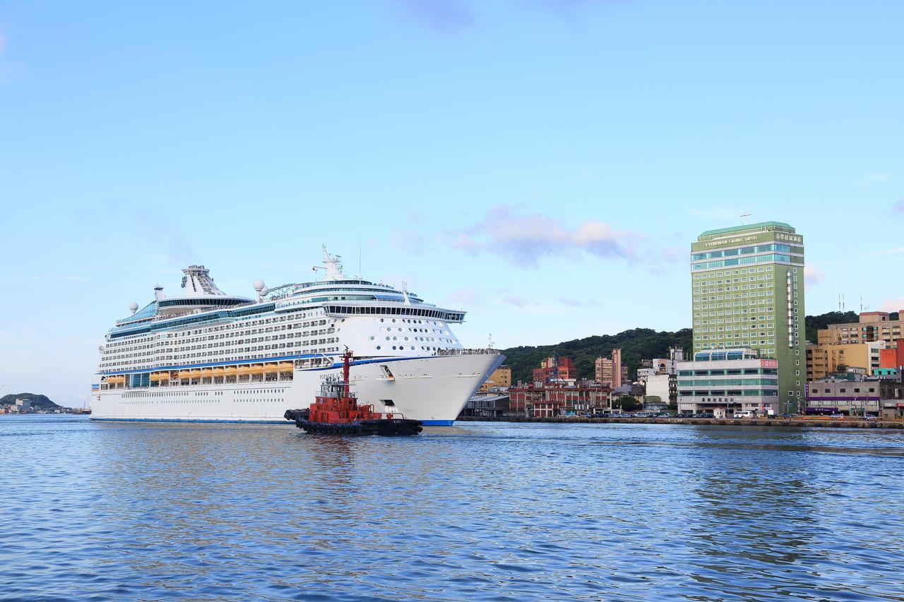 基隆長榮桂冠酒店同時坐擁山海景,並可眺望美麗的基隆港
