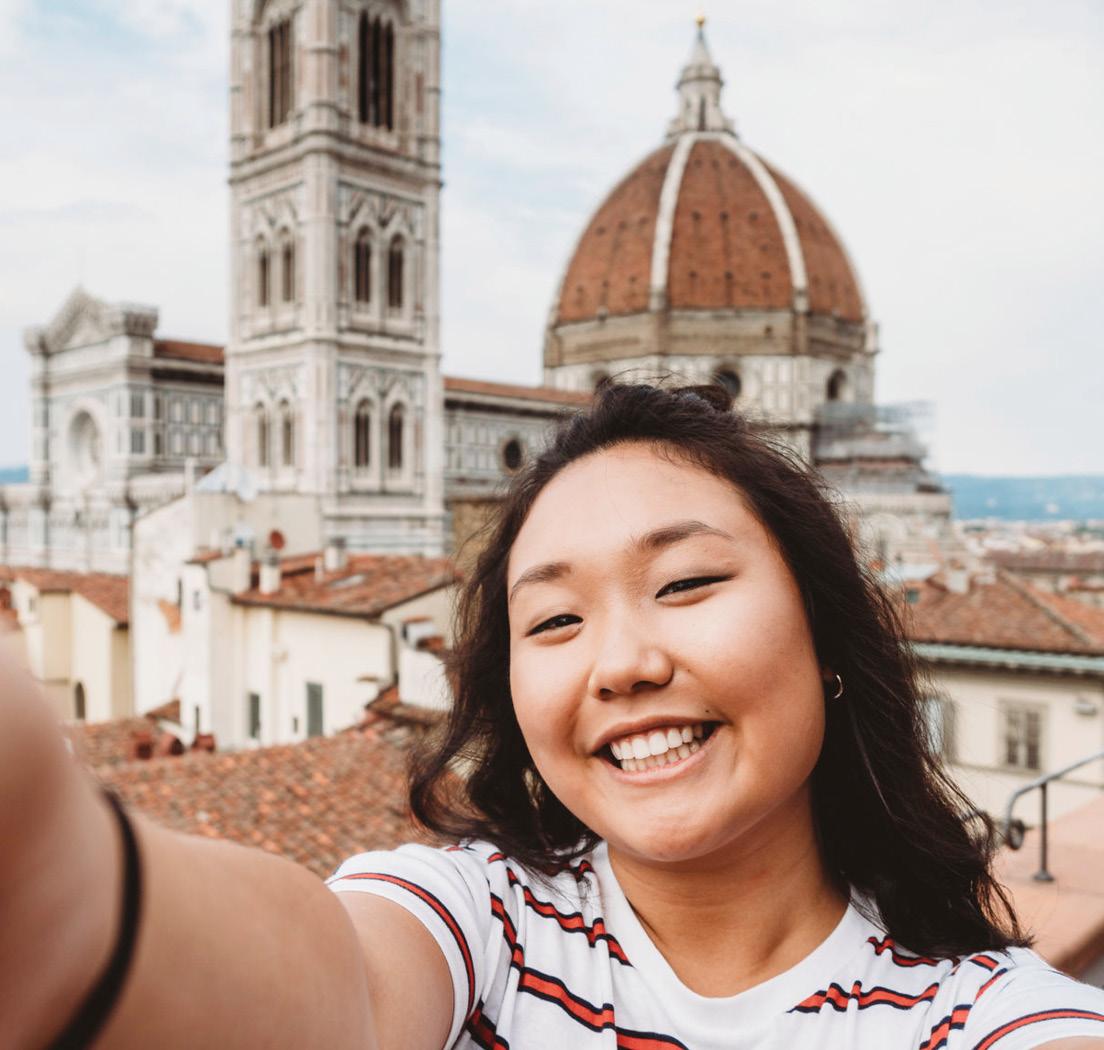 「曬旅遊」及「曬自拍」已成為中國千禧世代旅遊的顯學,有63%喜愛於社群分享自拍照片