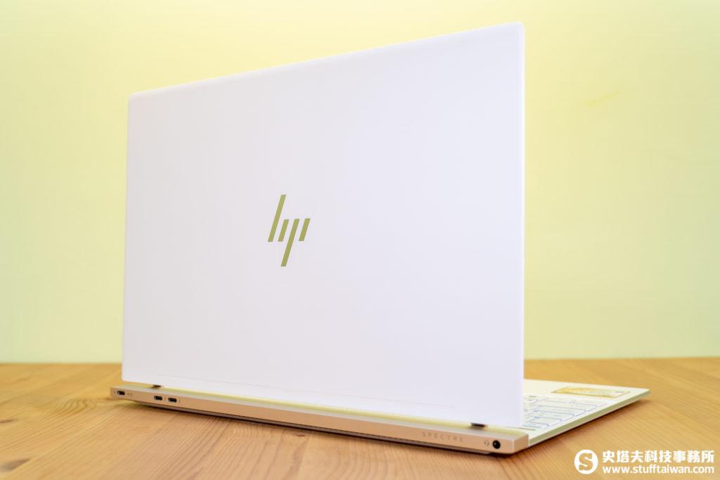 HP Spetre 13螢幕開啟背面
