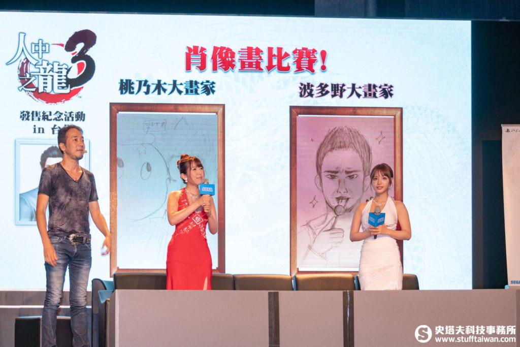 波多野結衣與桃乃木香奈展示各自的肖像畫作品