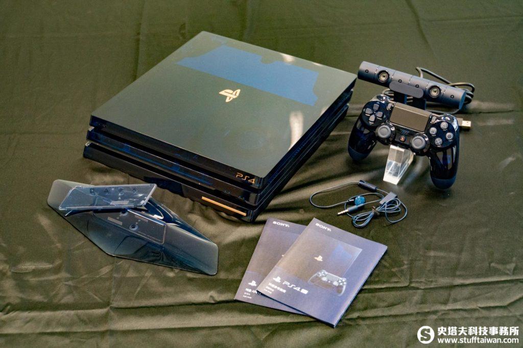PlayStation 4 Pro 500 Million Limited Edition主要配件